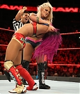sasha-banks-e-bayley-vs-nia-jax-e-alexa-bliss-a-wwe-raw-1.jpg