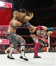 mickie-james-con-alexa-bliss-vs-asuka-a-wwe-raw-4.jpg
